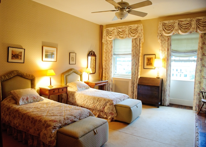 Guest Room Decoration Designs Guide